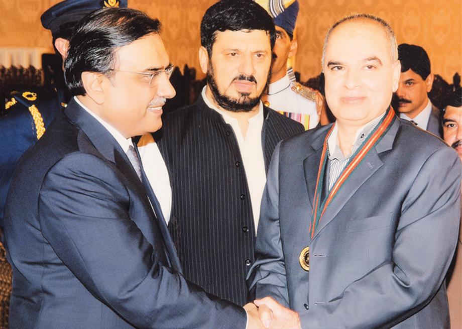 <b>2010</b> Receiving Gold Medal from President Asif Ali Zardari