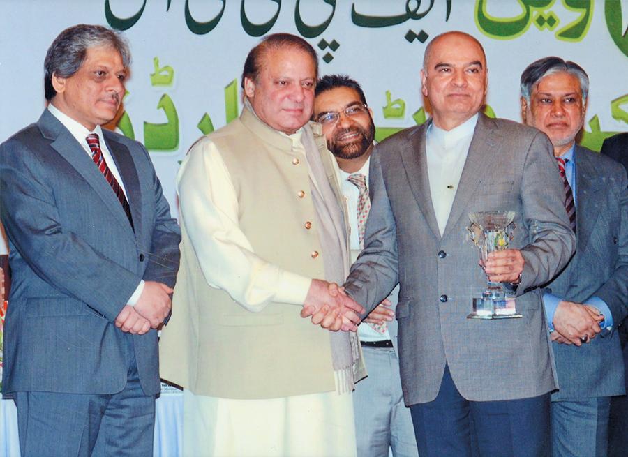 <b> 2015 </b> Receiving Special Merit Tropy From Prime Minister Mian Muhammad Nawaz Sharif