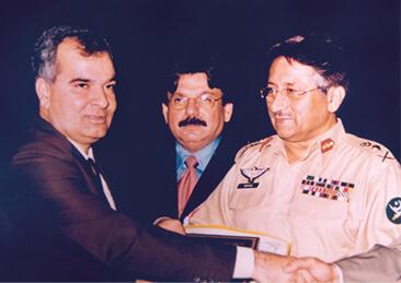 <b>2001</b> Receiving Special Merit Trophy from President Gen. Pervez Musharaf