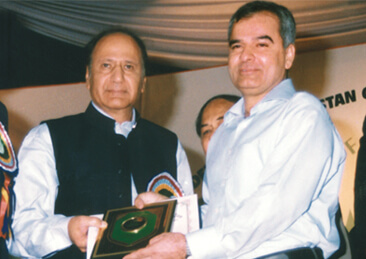 <b>2003</b> Receiving Special Merit Trophy from Prime Minister, Ch. Shujaat Hussain